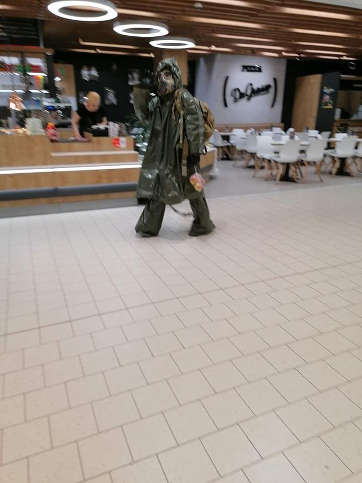 muz v maske v kauflande